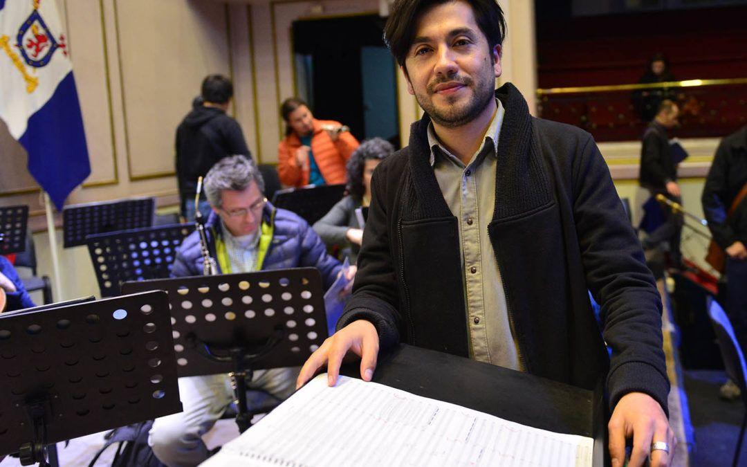 Orquesta Clásica y Coro U. de Santiago estrenan cantata del chileno Juan Manuel Quinteros