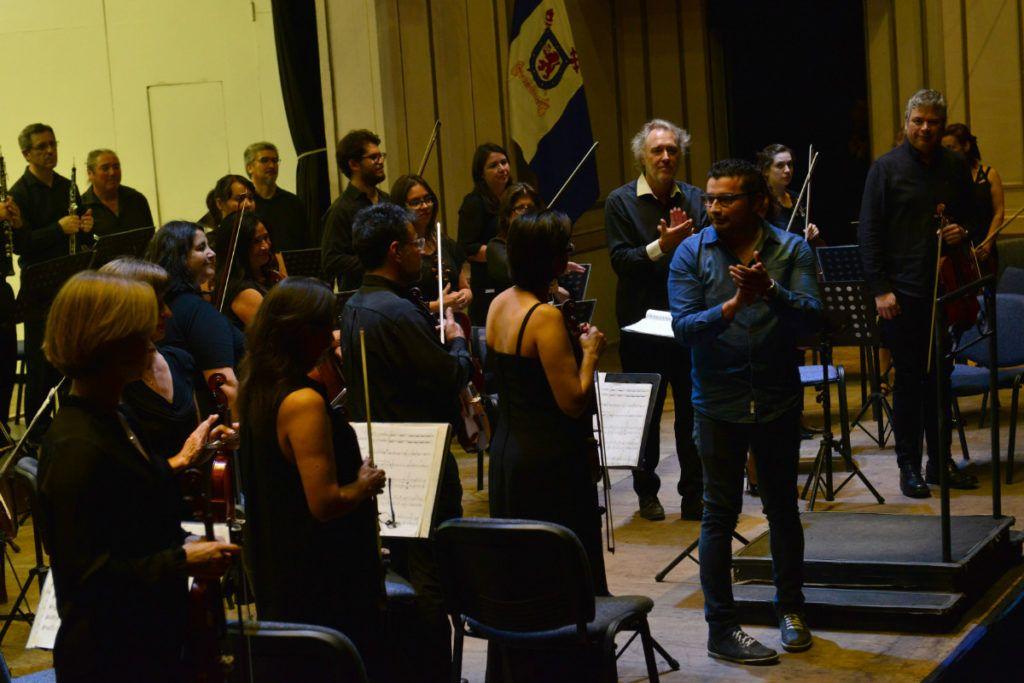 Orquesta Clásica y René Silva