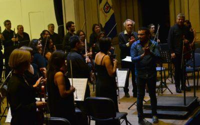 Los estrenos de obras chilenas que la Orquesta Clásica U. de Santiago está presentando en comunas de la capital