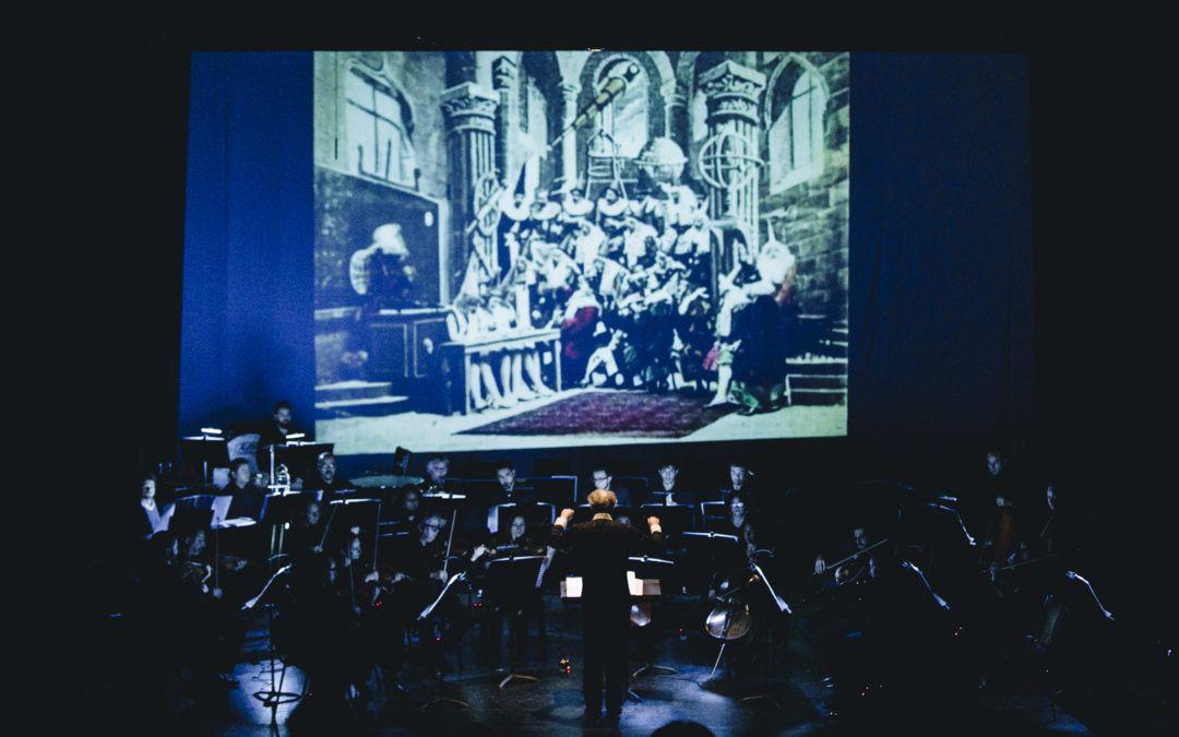 Orquesta Clásica U. de Santiago celebra sus 36 años con la musicalización en vivo del Viaje a la Luna