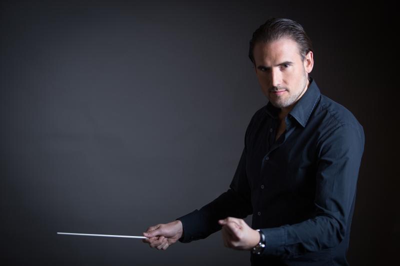 Orquesta Usach estrena obra de Juan Manuel Quinteros bajo la dirección del joven y destacado director español François López-Ferrer