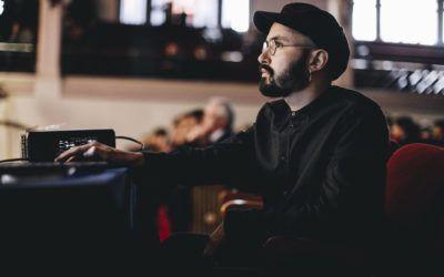 """""""Para mí cada obra es un intento de transmutar la experiencia individual en una experiencia colectiva"""". Tomás Brantmayer, compositor chileno invitado por la Orquesta Clásica Usach este 2018"""