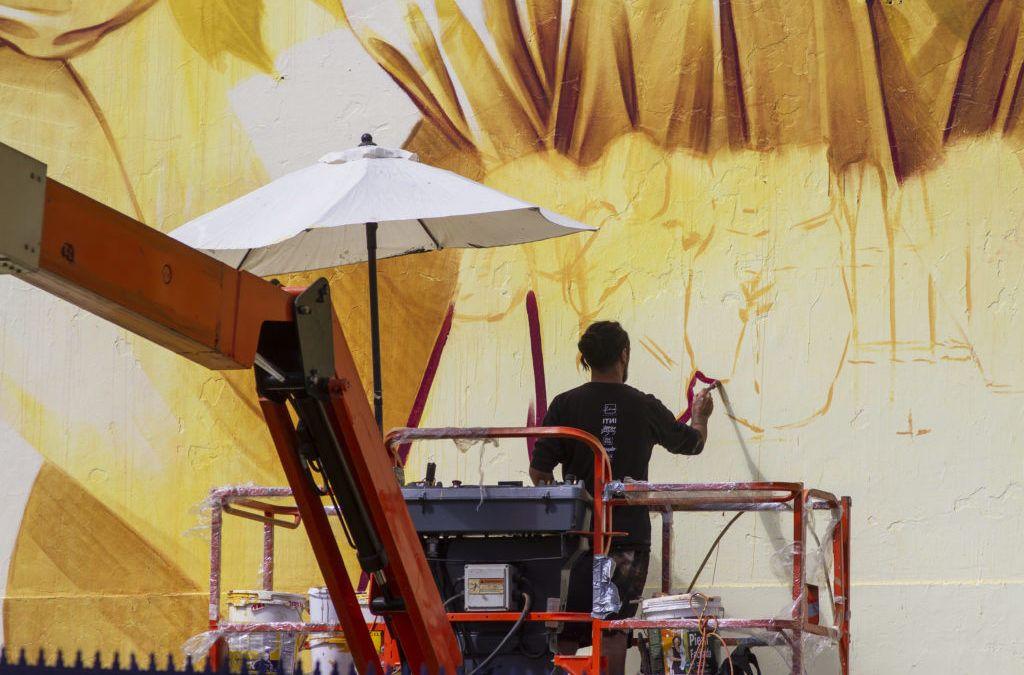 INTI realiza nuevo mural para la Universidad de Santiago y retrata el despertar de Chile